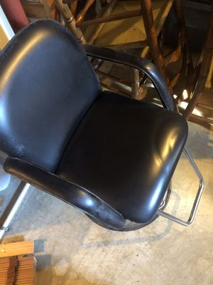 Beauty shop chair and rolling cart/ station for Sale in Bedford, VA