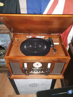 Brand New Vintage-Looking Vinyl Record Player Stereo- Transfers your vinyl records/ cassettes onto CD's- am/fm radio, CD player/cassette player for Sale in Phoenix, AZ