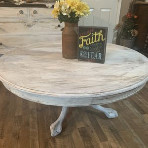 Refurbished vintage farmhouse coffee table for Sale in Madera, CA