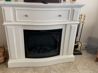 Electric Fire Place With Remote for Sale in Clovis,  CA