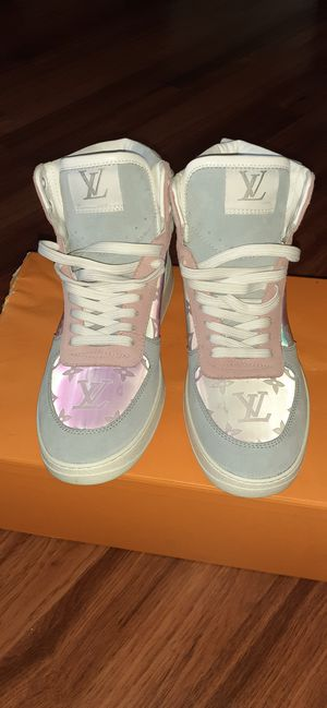 Louis Vuitton sneaker size 8 for Sale in Brooklyn, NY