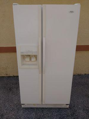 Whirlpool side by side refrigerator for Sale in Pompano Beach, FL
