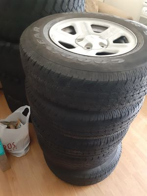 JEEP RIMS AND TIRES P225/65R16 for Sale in Montclair, CA