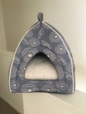 Dog bed and kennel for Sale in Las Vegas, NV