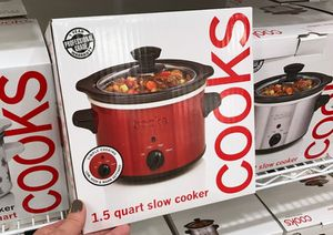 Slow cooker small cooks JC penny for Sale in Miami, FL