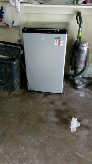 Mini fridge for Sale in Annandale, VA