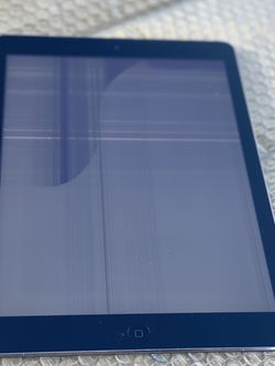 iPad Air 16gb (Wi-Fi) with cracked screen for Sale in Redondo Beach,  CA