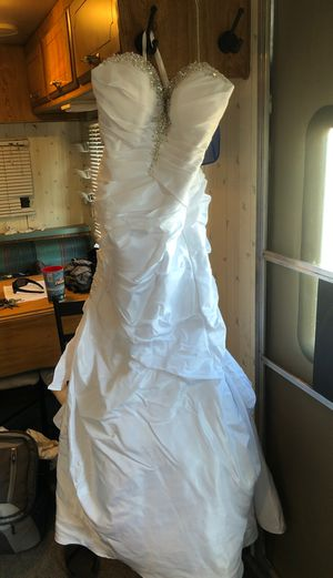 Alfred Angelo white wedding dress size 2 for Sale in Fairfield, CA