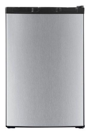Refrigerator 4.5 C.u Ft Stainless Steel Door / Black With Freezer Compartment Nevera con compartimiento para congelar Frío Acero inoxidable / Negra for Sale in Miami, FL