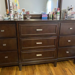 Bedroom Furniture Set - 4 Pieces - King Tempurpedic Mattress With Headboard $800 OBO for Sale in Queens, NY