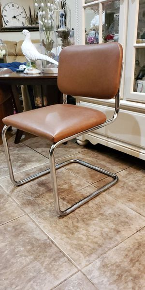 Tube chrome brown chair $45 for Sale in Modesto, CA