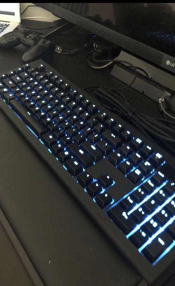 Gaming Keyboard (Mechanical) Razer Blackwidow Chroma V2 Keyboard & Razer Deathadder Mouse
