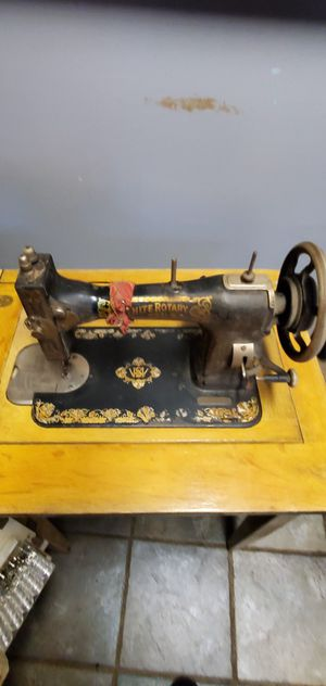 White Rotary sewing machine for Sale in Sweet Home, OR