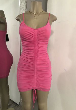 Trendy scrunched dress size small for Sale in Fullerton, CA