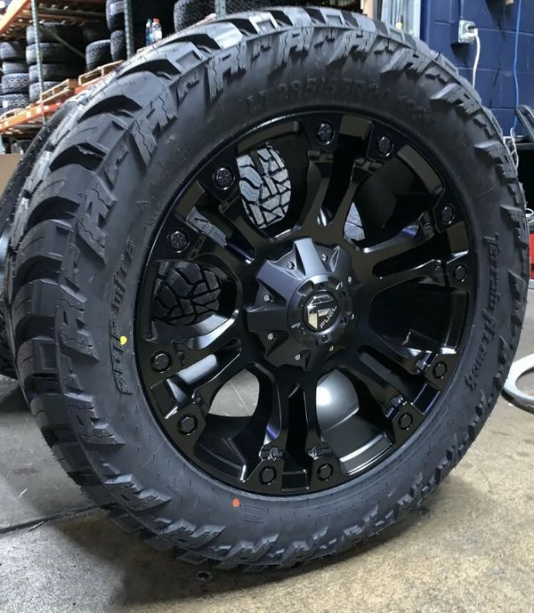 """4x 20"""" Fuel D560 Vapor Black Wheels 33"""" MT Tires 5x5 Jeep Wrangler JK JL"""