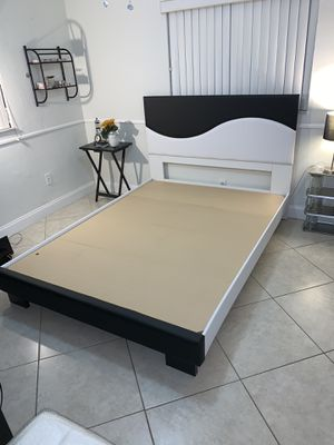 New queen bed frame free delivery for Sale in Pembroke Pines, FL