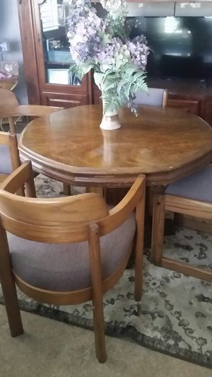 Game table with 4 chairs and felt removable pad. for Sale in Kingsburg, CA