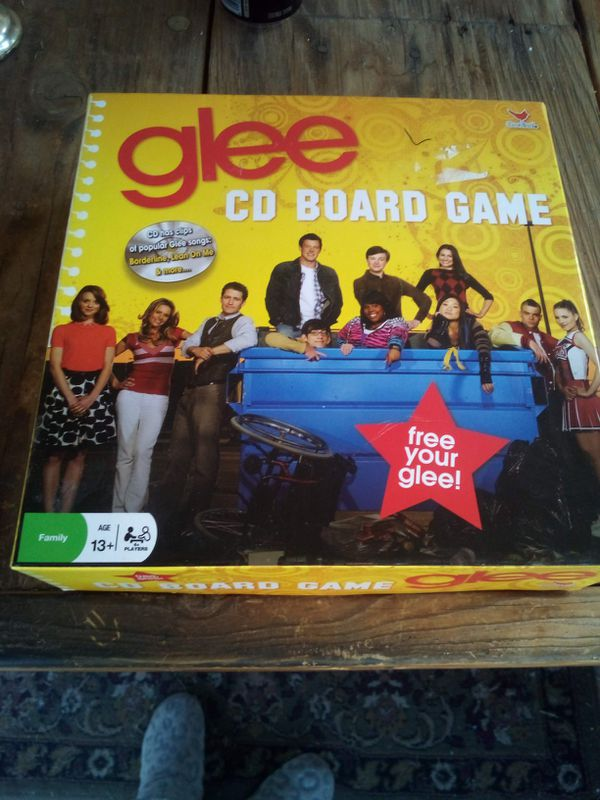 GLEE CD BOARD GAME FUN FOR WHOLE FAMILY :) $10 MUST PICK UP