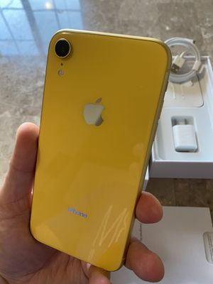iPhone XR yellow 64gb factory unlocked (desbloqueado para todas las compañías) for Sale in Monterey Park, CA