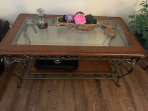 Coffee table and side table for Sale in Bunker Hill, WV