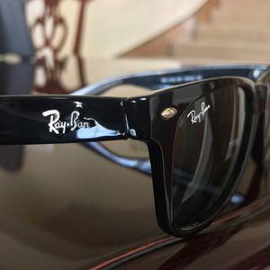RB Aviator Sunglasses Black / Gold for Sale in Dallas, TX