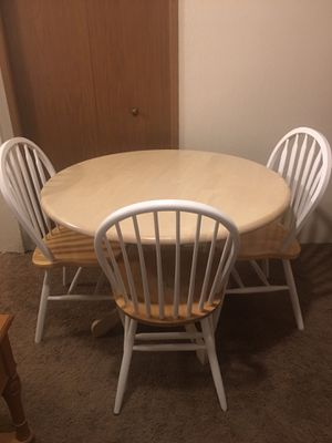 Dining room table, 3 chairs for Sale in East Wenatchee, WA