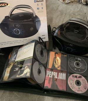 BLUETOOTH CD/FM PLAYER W/ BOX + OVER 60 MISC CDs W/ CARRY CASE for Sale in Pompano Beach, FL