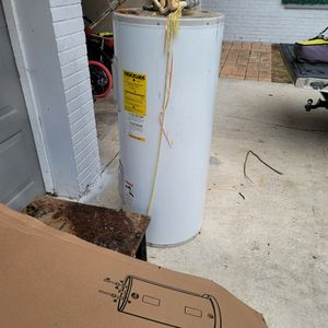 40 Gallon Water Heater. Works for Sale in Brandon, FL