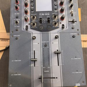 Pioneer DJM-909 DJ Mixer With Touch Screen for Sale in Redmond, OR
