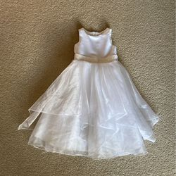 Girls Dress White Size 4 for Sale in Lake Stevens,  WA