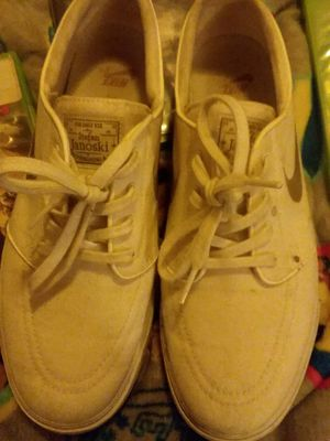 Mens Nike tennis shoes for Sale in Ashland City, TN