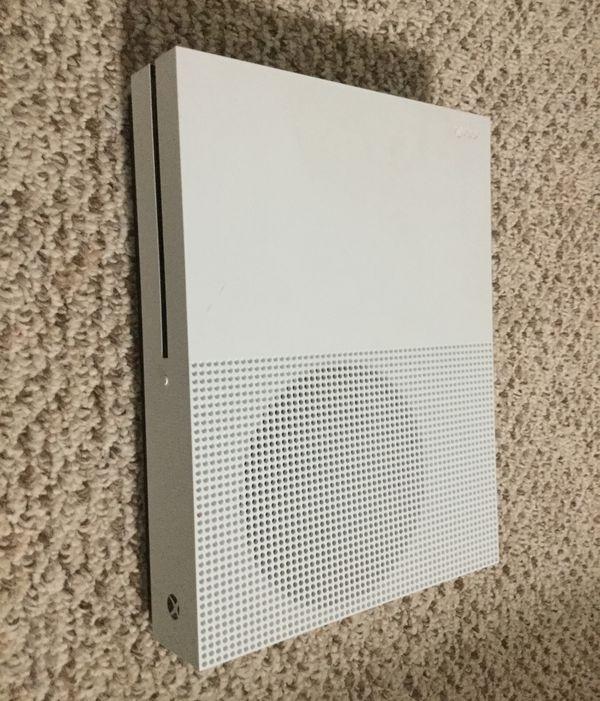 Xbox one s +hdmi cord+power cord
