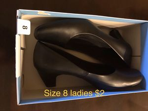 Size 8 ladies black pumps for Sale in Avon Park, FL