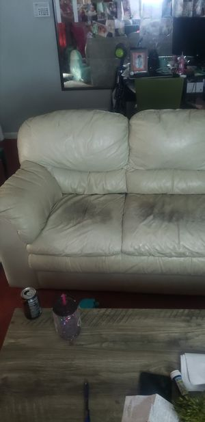Free couch must pick up weds Jan 23 for Sale in Cleveland, OH