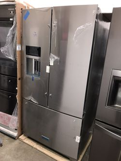 NEW KITCHEN AID STAINLESS STEEL FRENCH DOOR REFRIGERATOR WITH ICE AND WATER for Sale in Los Angeles,  CA