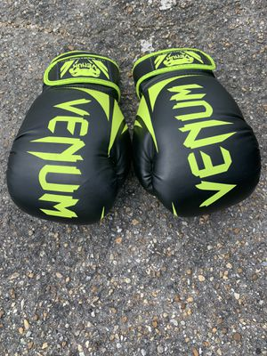 14oz boxing gloves for Sale in North Chesterfield, VA