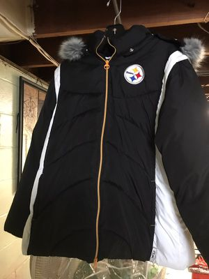 Steelers Reebok winter coat with faux fur hood. Never worn. Size 2Xl for Sale in Penn Hills, PA