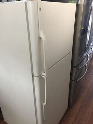 Apartment size refrigerator for Sale in Huntington Beach, CA
