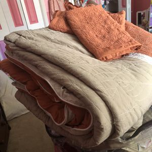 Queen Size comforter set. for Sale in Round Rock, TX