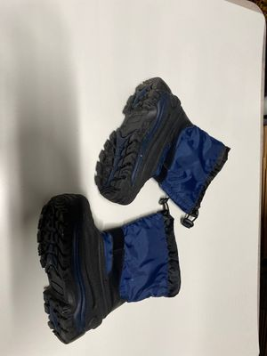 Kids snow boots size 11 for Sale in North Miami Beach, FL