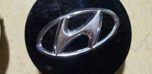 Hyundai wheel caps new for Sale in Woodburn,  OR