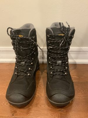 Keen Mens Waterproof insulated winter boots Size 8 for Sale in Elk Grove Village, IL