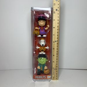 NEW Halloween Peanuts Comic Strip Cartoon Character Action Figures Charlie Brown Snoopy Dog Pet Lucy Toy Pumpkin Frankenstein for Sale in Hamilton Township, NJ