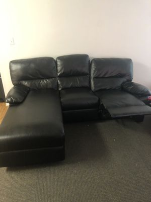 Sectional reclining couch leather for Sale in Modesto, CA