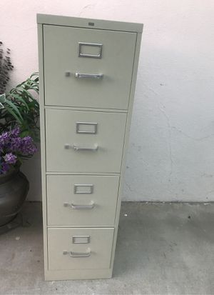 4 drawer metal filing cabinet for Sale in Long Beach, CA