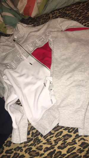 Brand New Hilfiger SweatSuit XS for Sale in Fresno, CA