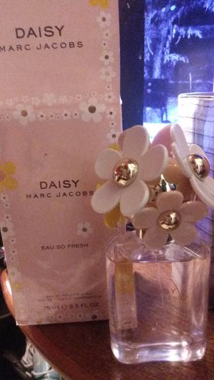Marc Jacob Daisy 75 mL is 2.5 full ounce for Sale in San Antonio, TX