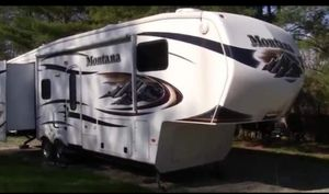 2011 Montana 5th wheel trailer for Sale in Merrill, MI