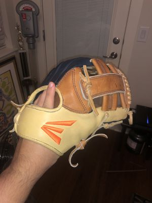 Easton Baseball glove for Sale in Austin, TX
