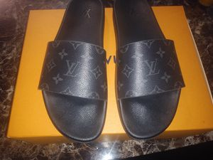 Authentic LOUIS VUITTON slide sz 11-11&half for Sale in Clearwater Beach, FL